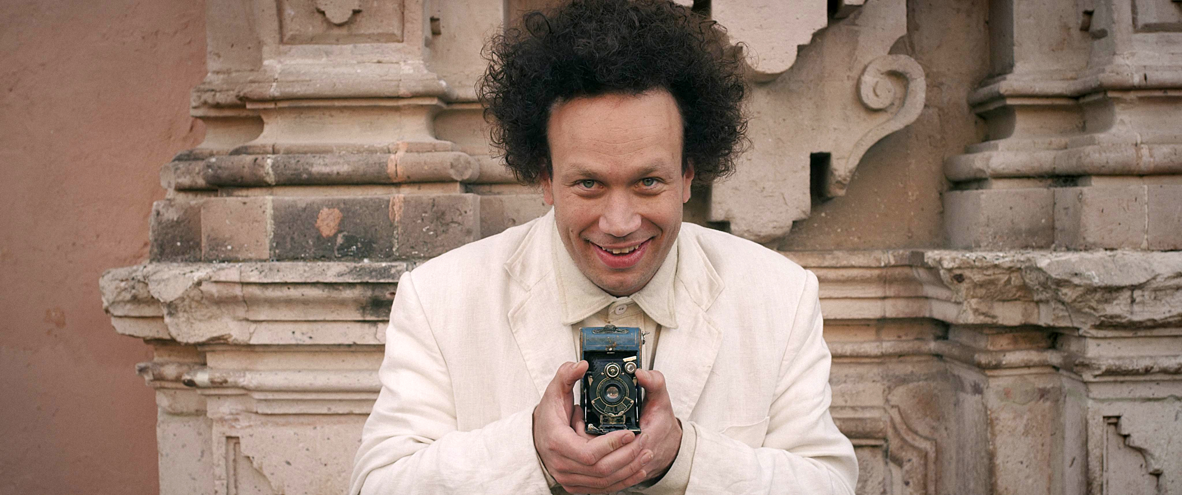 05_eisenstein_in_messico_by_peter_greenaway_produced_by_submarine_fu_works_and_paloma_negra-submarine_2015